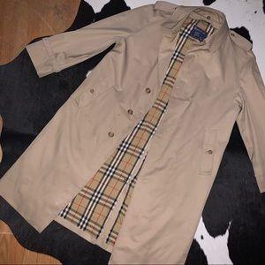 Vintage 80's Burberry trench coat size 40 regular
